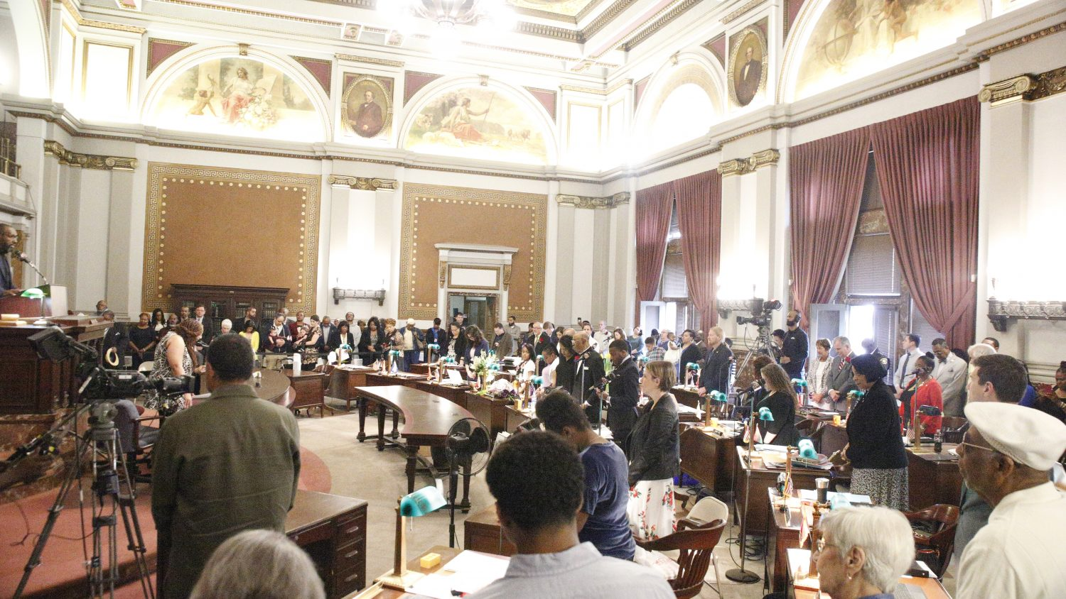 Residency rule election approved in initial vote