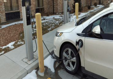Bill to fit new buildings for electric vehicle chargers gets initial approval